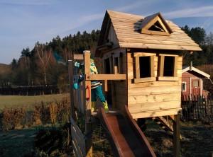 Das Stelzenhaus wird auch im Winter gut bespielt.